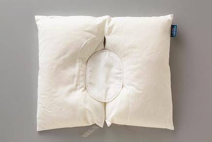 そば殻と同じ固さの素材、パイプ型の軽量エアセルを使用。通気性に優れ、洗濯機で丸洗いできる。