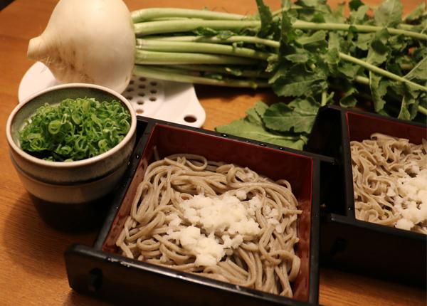 辛味大根を使った蕎麦の食べ方も伝授。キムチとも好相性