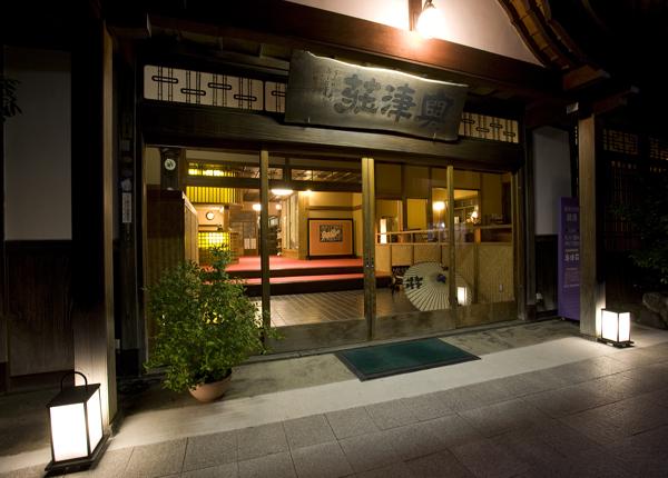 昭和2年創業当時のままの玄関